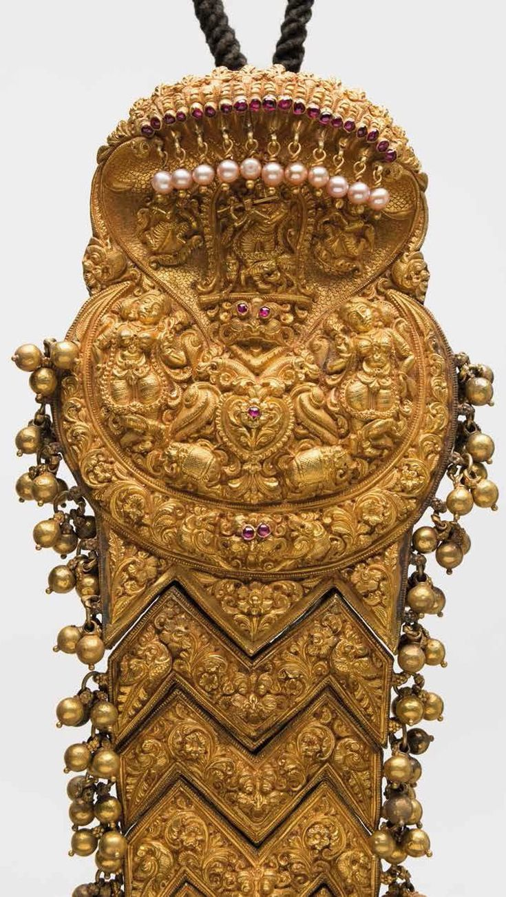 India | Hair ornament (jadai nagam); gold | Karnataka, 19th century