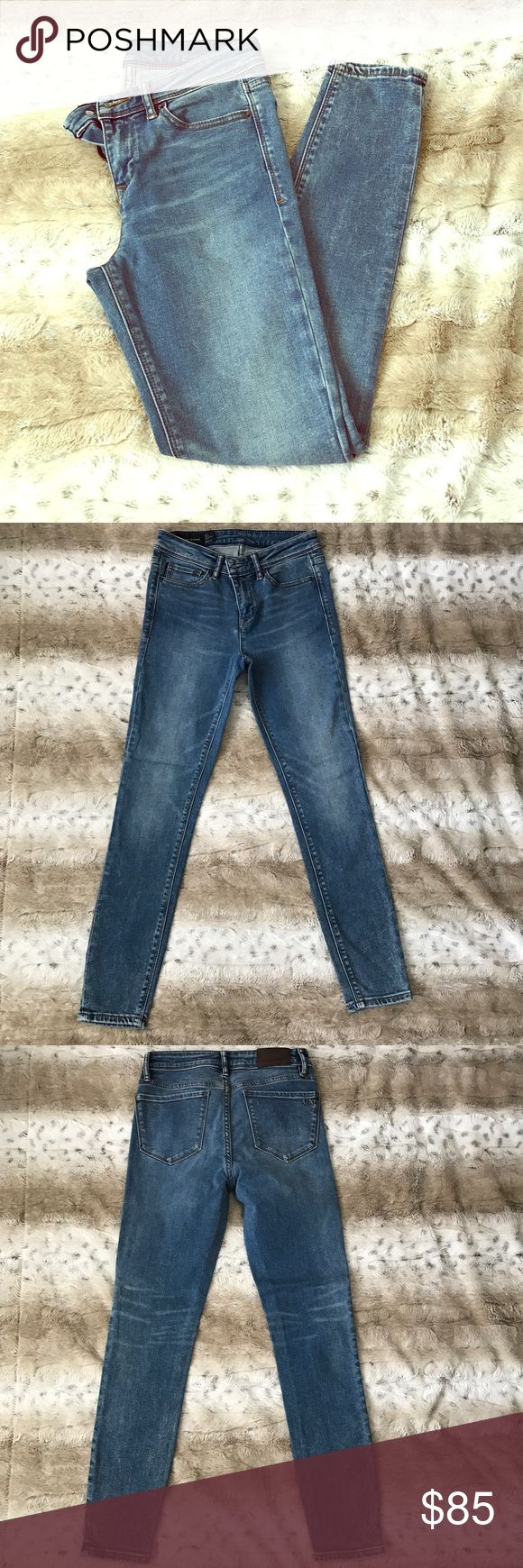 Armani Exchange Super Skinny Ankle Jeans Worn once!🔹Super skinny🔹Super stretch🔹Ankle length🔹Perfect with heels or sandals for spring/summer!🔹First photo is accurate representation of the wash🔹Mid rise A/X Armani Exchange Jeans Ankle & Cropped