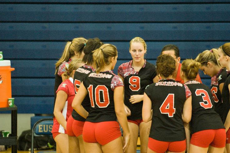 OH MY! Volleyball team in a huddle - #10 is packing a ...