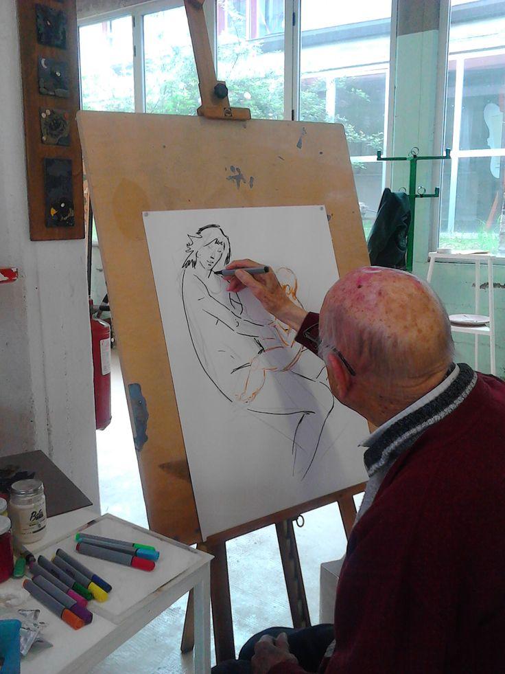 16.04.2015. Il pittore Giorgio Michetti (103 anni) mostra agli alunni come di abbozza una madonna con bambino, partendo dalle forme geometriche che sono insite nella realtà che ci circonda. Liceo Artistico di Pietrasanta.