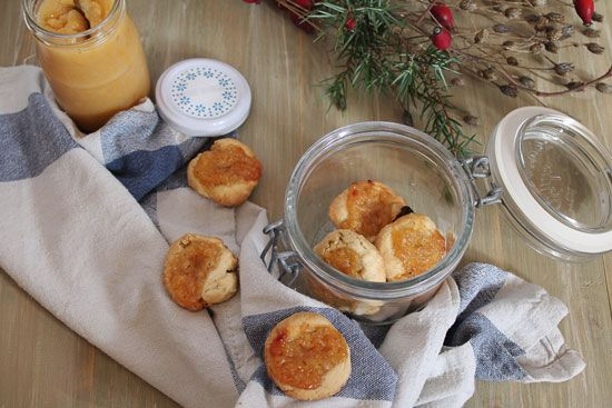 fingerprint cookies with bananas and persimmons jam: biscottirosaetralala