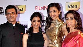 Deepika Padukone is posing with her father, mother and sister