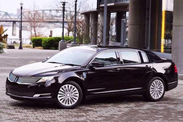 2017 Lincoln Town Car design