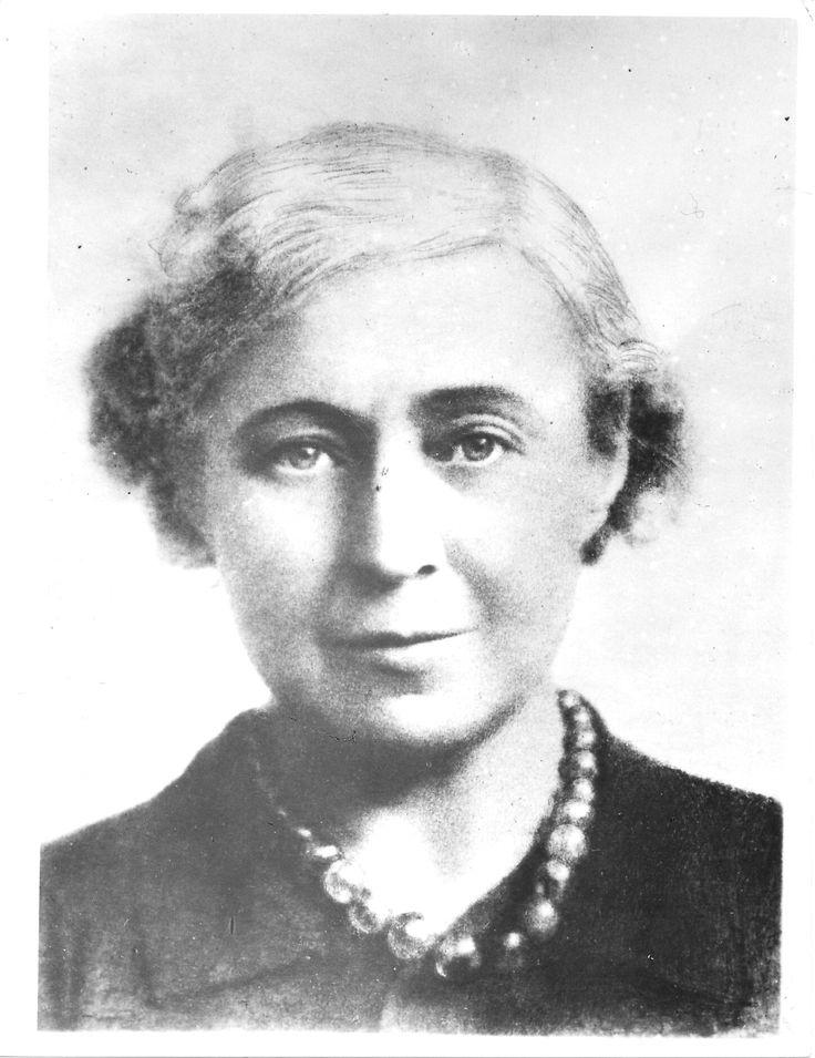 Мари́на Ива́новна Цвета́ева — русский поэт, прозаик, переводчик, одна из крупнейших русских поэтов XX века.
