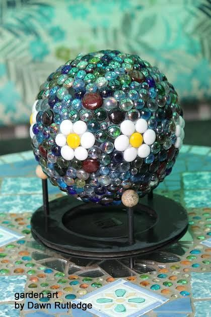 Garden art ball with daisy design created by Dawn Rutledge - free instructions on site