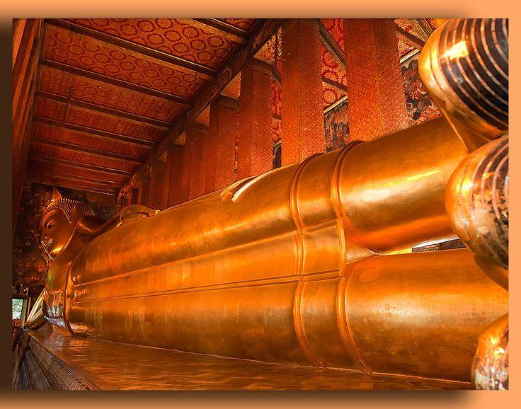 Laying-Buddha_-Wat-Po-Temple_-Bangkok