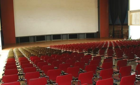 Cinema Avis, hermoso Teatro y Cine en Luanda, Angola.