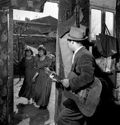 Les gitans de Montreuil |   1950 |¤ Robert Doisneau | 21 juin 2016 |  Atelier Robert Doisneau | Site officiel