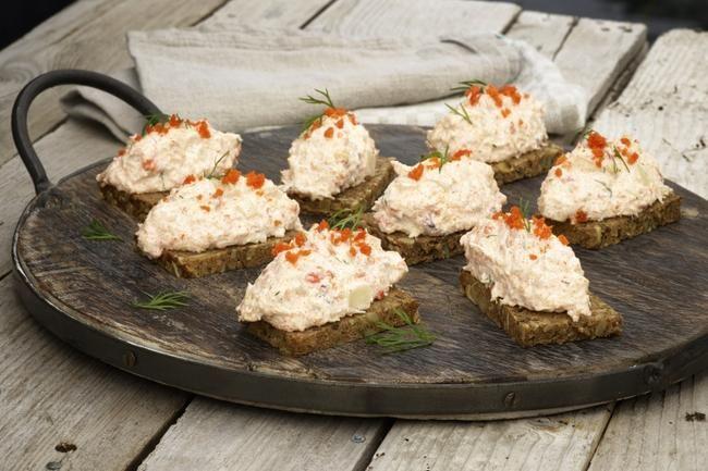 Skagensalat med krabbe - Skagensalat kommer slett ikke fra Skagen – den er av svensk opprinnelse, men smaker selvsagt aller best med norske råvarer.