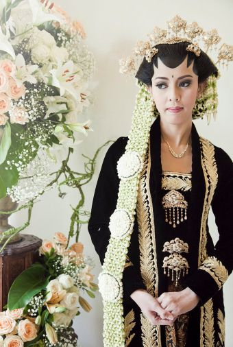 Indonesian traditional wedding maek up | http://www.bridestory.com/blog/ask-an-expert-mamie-hardo