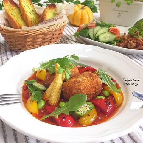 . 今日の#昼ごはん 🍴 . #自家製トマトソース を作ったので 冷凍しておいた里芋の#コロッケ と 焼き野菜を添えて#イタリアン に😊 . 付け合せは ガーリックバターのバケット イカゲソバターとサラダ🍅 . このトマトソースでパスタ作ったら 最高なんだけどまさかのパスタ麺がな〜い。 . 後から買いに行きます😗 . てか先日、友達が出産💕 輝雅と同い年の子がまた増えて嬉しい😍 早速お祝いに駆けつけたら 産まれたてって本当に小さくて愛おしい💓 . つい5ヶ月前は輝雅がこのサイズだったのに🤔 . #ランチ #lunch #おうちごはん #クッキングラム #デリスタグラマー #おうちカフェ #料理 #料理写真 #手料理#delicious #LIN_stagrammer #instafood #yummy #kitakyushu #fukuoka #cookingram #cooking #foodphoto #foodpic  #eat #wp_delicious_jp
