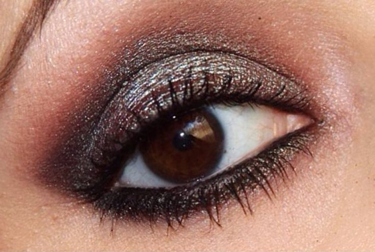 Duo chrome Look using Urban Decay Naked 3 Palette and Makeup Geek's Insomnia Pigment by Amillerbeauty
