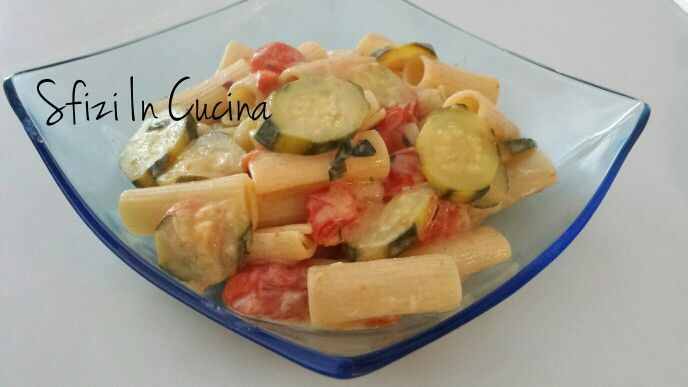 Maccheroni zucchine e pomodorini. La ricetta la trovate sul blog!