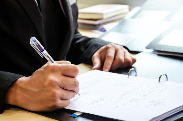 A l'heure de la candidature par email, il est normal de se demander si la lettre de motivation manuscrite est encore d'actualité. C'est la lettre écrite sous Word qui constitue aujourd'hui la norme, à condition de respecter certaines règles...