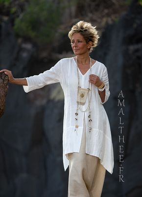 Long white linen shirt Emilie with three-quarter sleeves -: – AMALTHEE CREATIONS
