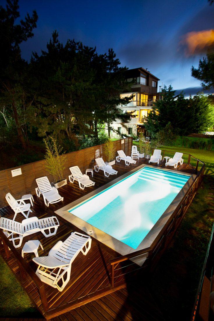 Piscina en un hotel de bosque y playa