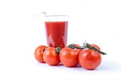 Jugo de tomate utilizado para perder peso.
