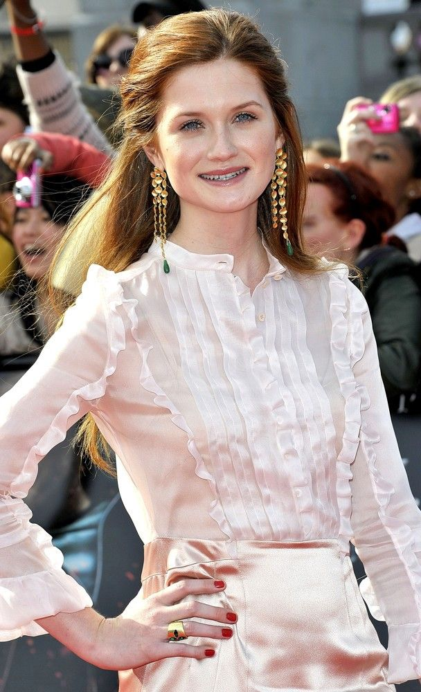 Bonnie Wright [NOTE: She is below the age limit: which comprises of those above 25, and those below 35. Where is a deep auburn?] *i'm providing you with the ideal deep auburn. So find a woman with that shade! *you tell me what occurred in the 80s! *well, I now canNOT give her the spot. I guess she is another Dionne.