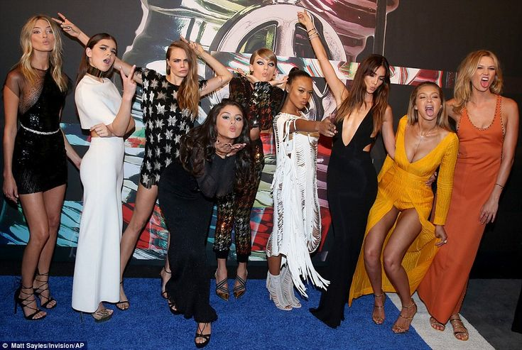 Taylor Swift arrives at VMA 2015 with Selena Gomez, Gigi Hadid and Karlie Kloss | Daily Mail Online
