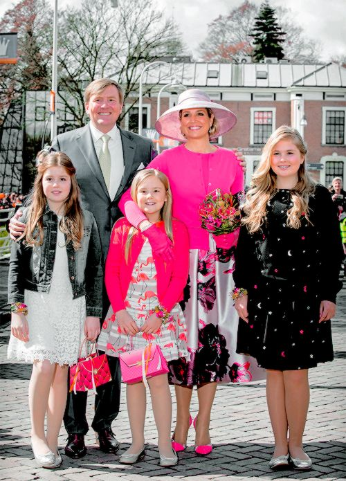 koninklijkhuis: Koningsday 2016, Zwolle, May 27, 2016-King Willem-Alexander and Queen Maxima and Princess Alexia, Princess Ariane, and Princess Amalia