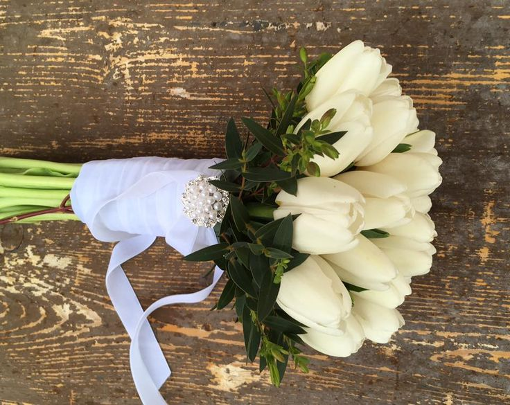 ww.toneintone.eu_White Tulips Bouquet