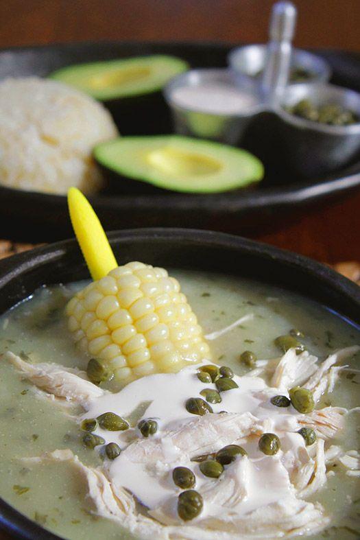 Ajiaco Santafereño. Deliciosa sopa típica colombiana. Preparada a base de papa, con pollo y mazorca. www.antojandoando.com