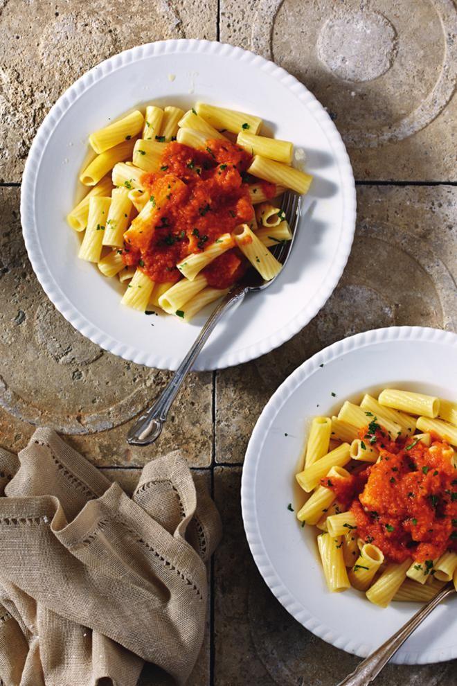 Μακαρονάδα+με+σάλτσα+ντομάτα+και+σκόρδο