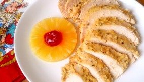 Peito de peru assado com abacaxi