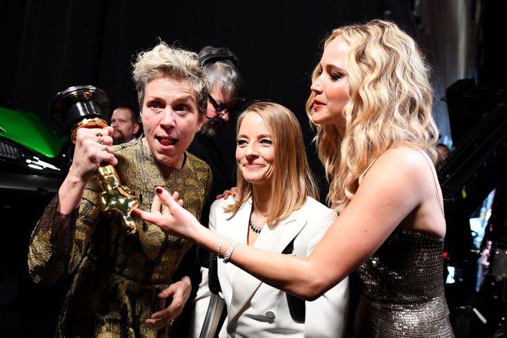 <p>Nicht nur Frances McDormand steht vor Freude über ihren Oscar Kopf. (Bild: Getty Images) </p>