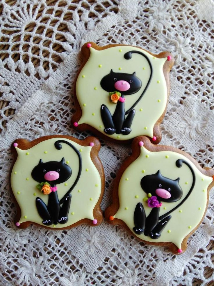 Cookie Cake Decorated With Black And White Cat
