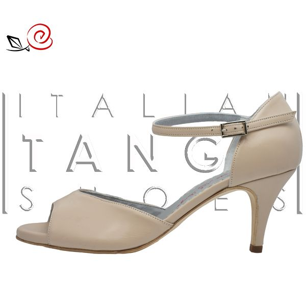 Simple but essential in a tango wardrobe ;-) Giada in beige leather  http://www.italiantangoshoes.com/shop/en/women/323-la-rosa-del-tango.html