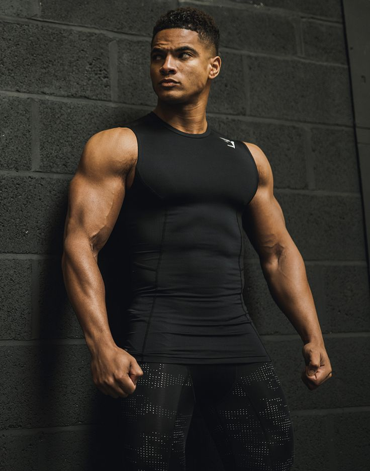 The Element Compression range has a flexible and dynamic compression fit developed for comfort and recovery. Understated with an angular design, this T-Shirt is high performance sportswear at its best.