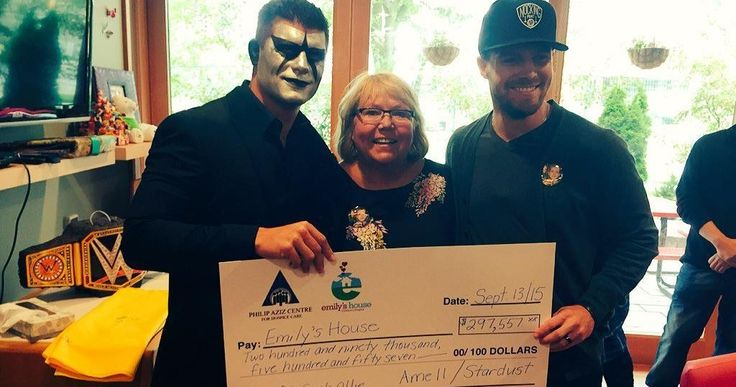 'Arrow' Star Stephen Amell & WWE's Stardust Unite for Charity -- Stephen Amell teams with rival WWE Superstar Stardust, raising nearly $300,000 for the Toronto children's hospital Emily's House. -- http://movieweb.com/arrow-stephen-amell-stardust-wwe-charity/