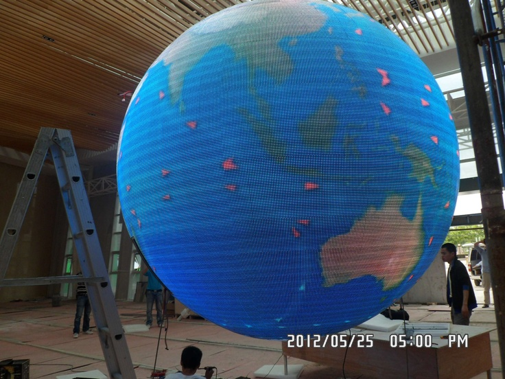 직경2.5m, pitch 7.62mm LED Ball 테스트 장면. seam도 눈에 보이지 않고 균일도도 좋습니다^^. 업로드 과정에서 사진크기가 줄면서 균일도가 이상하게 되었어요,,ㅠㅜ [원본은 아주 좋아요]