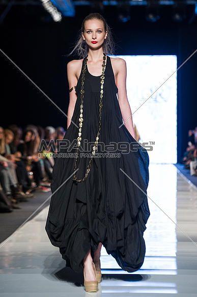 Fashion Philosophy Fashion Week Poland S/S 2013 - Solar fashion show | © Mariusz Pałczyński / MPAimages.com