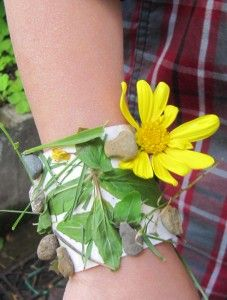 "Make this simple nature bracelet so the kids can collect their ""treasures"" outside..."