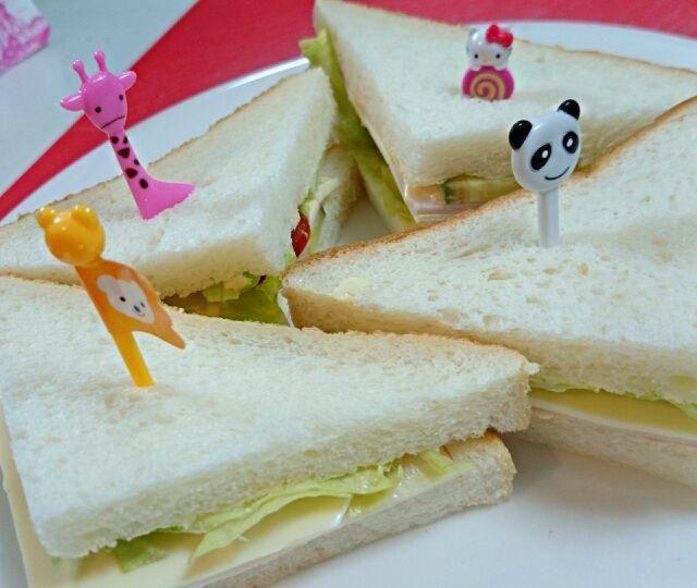 テレビで見て、自分で書いたレシピを見ながら作りました(^-^)/ - 17件のもぐもぐ - 娘作 ハムチーズサンドイッチ by asakomocha