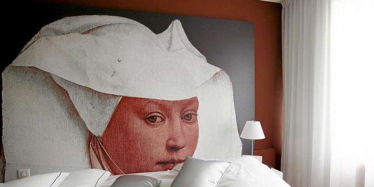 FOTOGRAFISK: Du kan tapetsere sengegavlen med fotomaleri som blant annet kan bestilles i ulike størrelser hos photowall.no Denne gavlen fant vi på et hotell i Antwerpen.