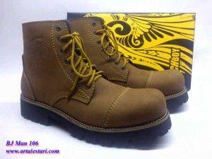 Sepatu Boots PriaToko sepatu boots online kami menyediakan sepatu boots pria, model sepatu yang cocok untuk anda yang suka dengan alam dan berpetualang. Sangat cocok untuk anda dan terlihat lebih macho. Kami toko sepatu online menjual sepatu boots pria dengan harga yang terjangkau.