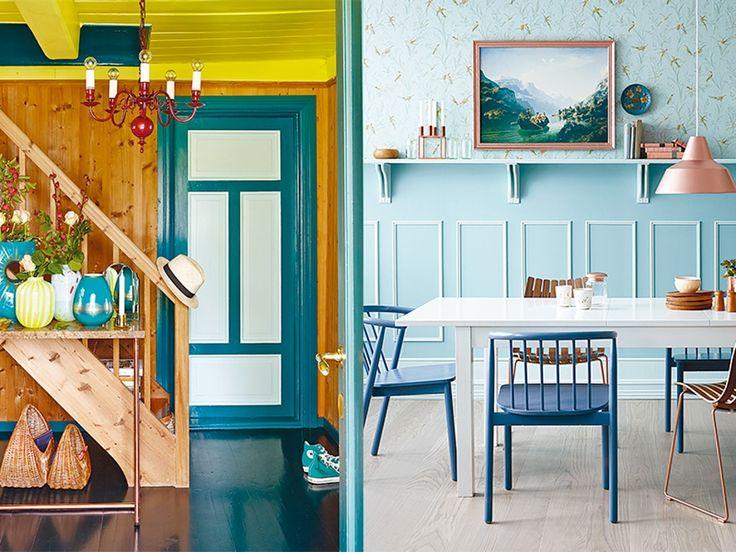 Dørkarmen til venstre er malt i fargen Stokkøya (FR1507), gulvet er i nyansen Punky Petroleum (FR1309) - til høyre er det fargen Prekestolen (FR1412), stolene er i fargen Longyearbyen (FR1041)  | Boligpluss.no