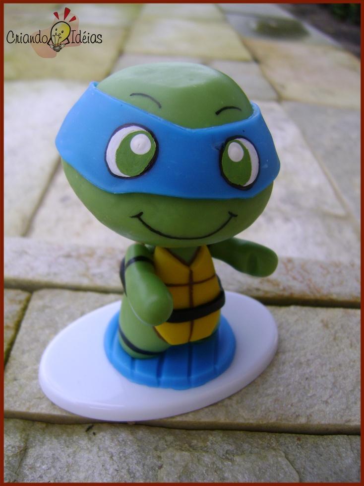 Kawabanga! Leonardo from The Teenage Mutant Ninja Turtles made in cold porcelain (based on the work of Evilsherbear on Deviantart - http://evilsherbear.deviantart.com/art/Mini-Munny-Mikey-108882130?q=1&qo=1 )