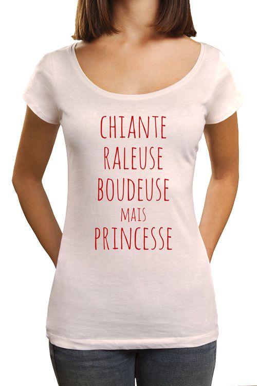 """T-shirt imprimé pour femme, marquage texte : """"chiante raleuse boudeuse mais princesse"""". Tee shirt à manches courte pour une idée cadeau parfaite !"""