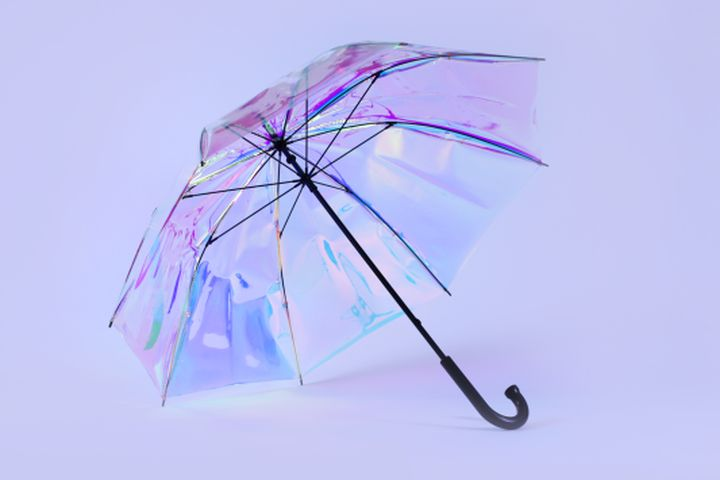 LAS VEGAS — If you've amassed a collection of cheap umbrellas due to a year's worth of unexpected downpours, Oombrella could come as a welcome relief. The smart umbrella from French start-up Wezzoo works in tandem with an app to tell you when it's going to rain via a smartphone notification