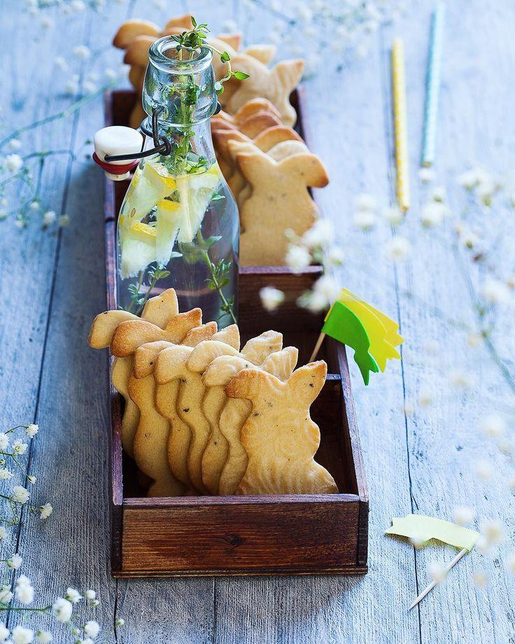"""Almond and cardamon Easter bunnies. Добрый вечер! Начинаю обещанную серию постов в помощь участникам нашего конкурса #сладкая_пасха_2017. Если вы, как и я, можете с полным правом давать МК """"Учу украшать печенье как в детском саду, дорого"""", остаётся два выхода: красивые формочки и фигурные скалки/штампы. Когда они есть, нужно только подобрать рецепты печенья, которое не расплывается в духовке, и как минимум один вид эффектного угощения для праздничного стола вам обеспечен. У меня в блоге уже…"""