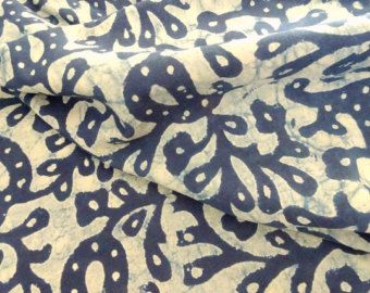 This pretty Green block print Indian fabric is a lightweight cotton perfect for any sewing, patchwork or quilting project. Fabric : cotton lightweight  Dimension 18 x 21  Usage : Dress, tunic, bag making, quilting, yoga pants, patchwork, table linen, bed linen, scarf, pillow, cushion, quilt backing, etc  Maintenance : Wash dark color separately  All the indian fabrics are carefully handpicked to assure the quality of each fabric. I used most of the block print fabric for my own projects…