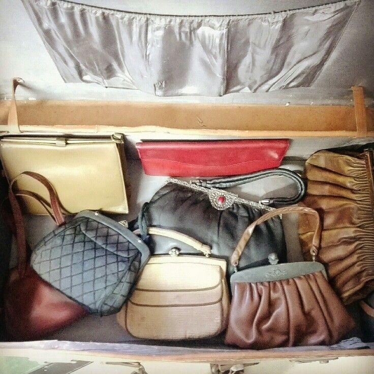 Opening an old #travelbag I found a lot of #bags from 20s to 50s  #fashion #vintage #moda #creepy #storiadellamoda #vintagebag #fotografia #photography #instamoda #igerspuglia #igersitalia #20s #30s #40s #creepy #macabro #arte #museodellamoda