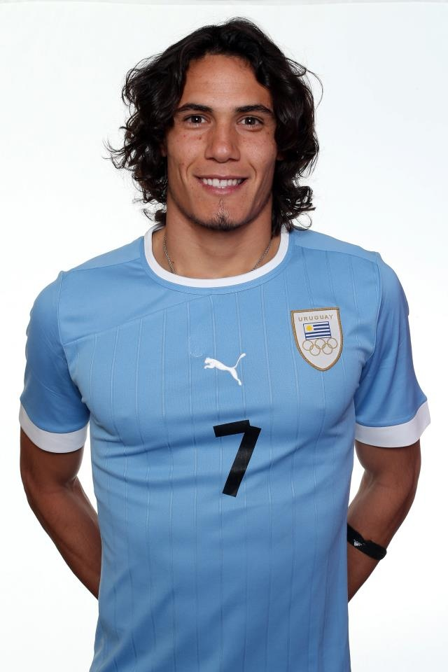 Napoli foreward Edinson Cavani COULD join Lampard at Chelsea after his wife was mugged in Italy.