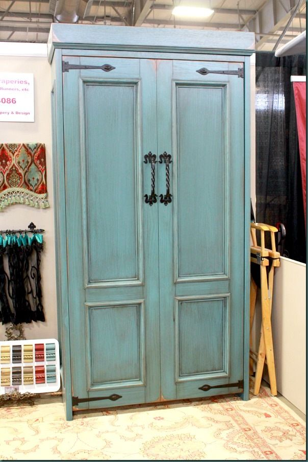LOve these Murphy Beds- would be perfect in an office or a craft room!  HOT Trends from the OKC Home & Outdoor Living Show - Refunk My Junk