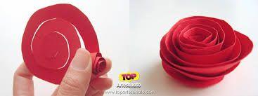 Resultado de imagem para flor de papel facil