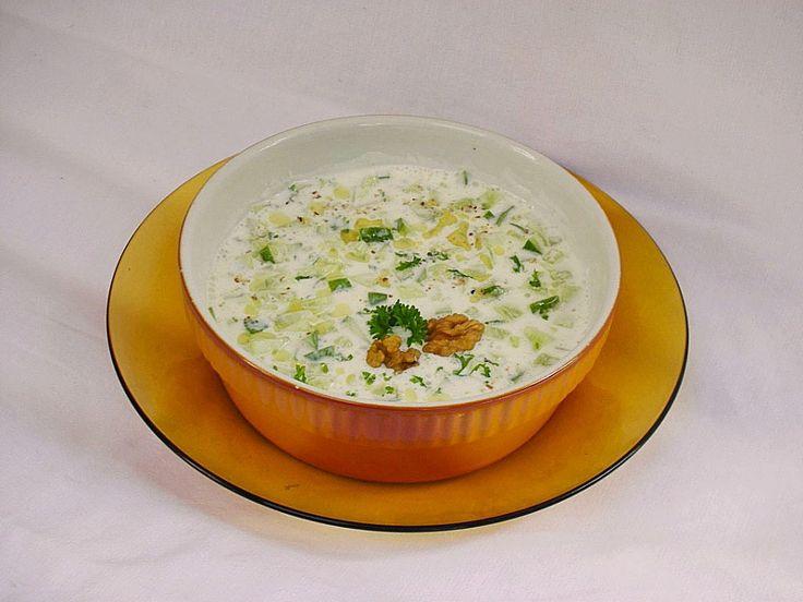 Kalte Suppe mit Joghurt und Gurke, ein leckeres Rezept aus der Kategorie Gemüse. Bewertungen: 5. Durchschnitt: Ø 3,7.